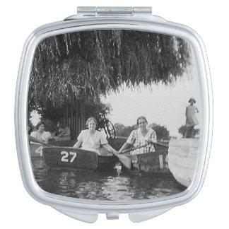 女性及びボートのヴィンテージのイメージの正方形のコンパクトの鏡