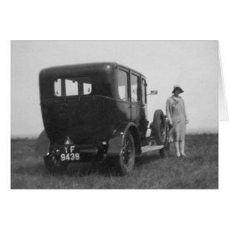 女性及び車のヴィンテージの白黒のイメージの挨拶状 カード