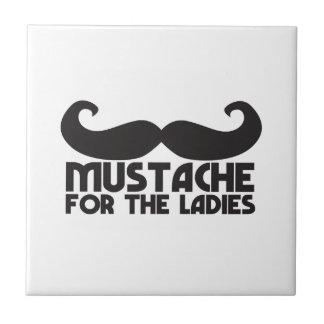 女性口ひげNPのデザインのための髭 タイル