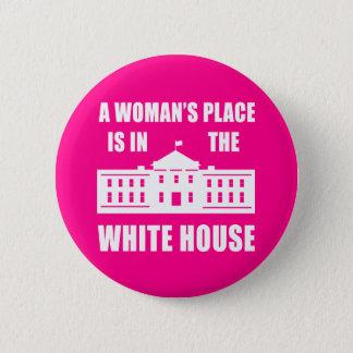 """""""女性場所は白い家にあります""""の 5.7CM 丸型バッジ"""