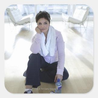 女性|休息|床|後|運動 正方形シール・ステッカー