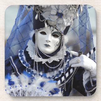 女性With Blue Carnival Costumeおよび白いマスク コースター