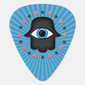 女神の手元のhamsaのkhamsaの目 ギターピック