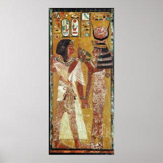女神のHathorの置くことを描写するレリーフ、浮き彫り ポスター