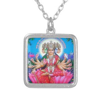 女神Gayatri Devi シルバープレートネックレス