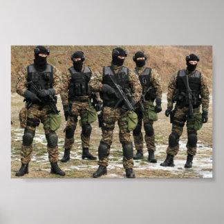 妨害者及びKochのセルビアの警察2 ポスター