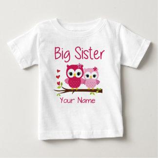姉のピンクのフクロウの名前入りなTシャツ ベビーTシャツ