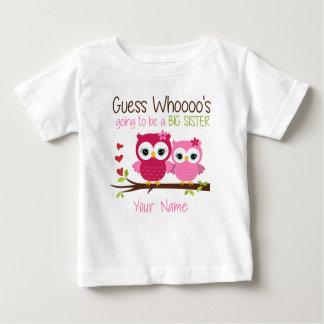 姉の推測ピンクのフクロウの名前入りなTシャツ ベビーTシャツ
