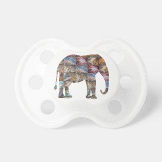 威厳のあるでフレンドリーな動物: 象の大理石のタイル おしゃぶり