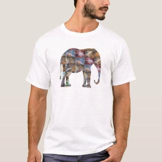 威厳のあるでフレンドリーな動物: 象の大理石のタイル Tシャツ