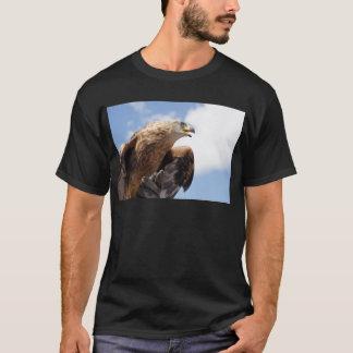 威厳のあるなイヌワシ Tシャツ