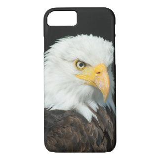威厳のあるな白頭鷲のポートレート iPhone 7ケース