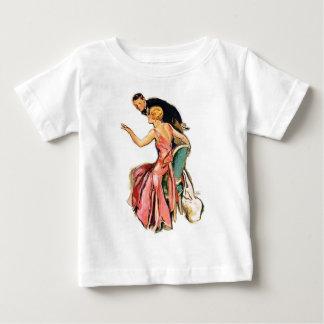 婚約したなカップル ベビーTシャツ