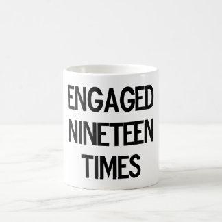 婚約したな19時 コーヒーマグカップ