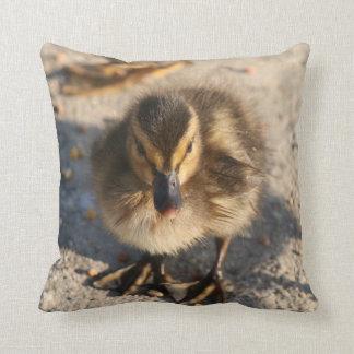 子ガモの赤ん坊のアヒルの鳥の野性生物動物の枕 クッション