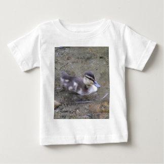 子ガモ ベビーTシャツ