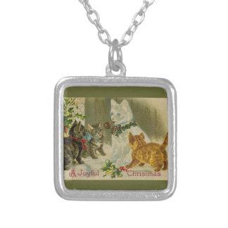 子ネコおよび雪だるま猫 シルバープレートネックレス
