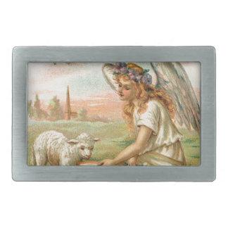 子ヒツジを食べ物を与える旧式な天使 長方形ベルトバックル