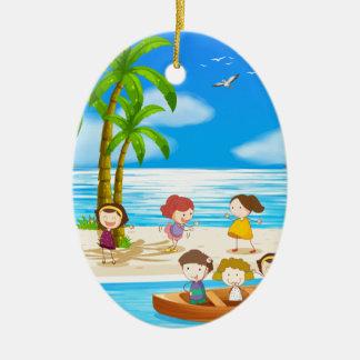 子供およびビーチ セラミックオーナメント
