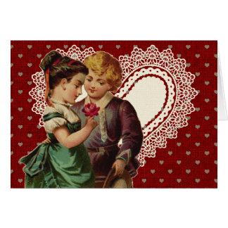 子供およびレースのハートのノスタルジックなバレンタイン カード