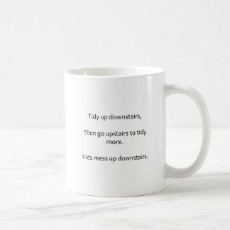 子供および整頓された家の俳句のマグ コーヒーマグカップ