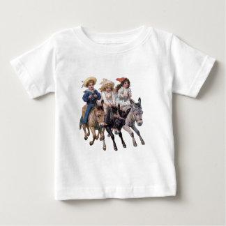 子供および馬 ベビーTシャツ