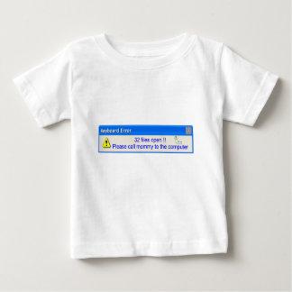 子供のキーボードの間違いのTシャツ ベビーTシャツ