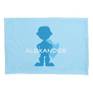 子供のスーパーヒーローの男の子のシルエットの名前入りな青 枕カバー