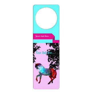 子供のピンクの馬 ドアノブプレート