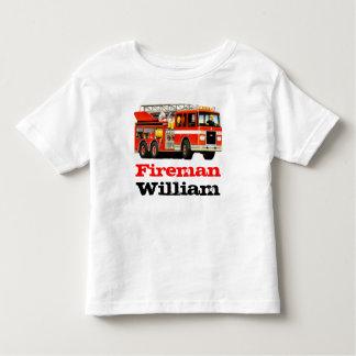 子供の名前をカスタムするの赤い普通消防車の誕生日 トドラーTシャツ