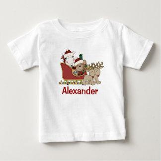 子供の名前入りなクリスマスのサンタのそり ベビーTシャツ