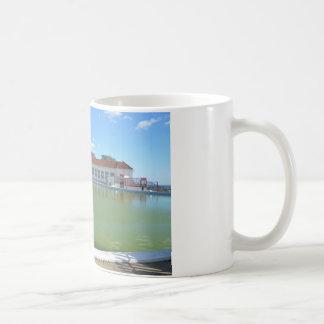 子供の船遊びのプール コーヒーマグカップ