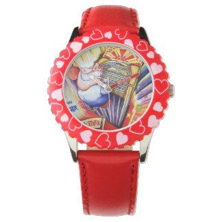 子供へ器官の腕時計を遊んでいるブタ 腕時計