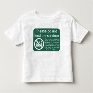 子供を食べ物を与えないで下さい トドラーTシャツ