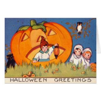 子供ハロウィンの大きいカボチャ、古いファッションは、神聖化します グリーティングカード