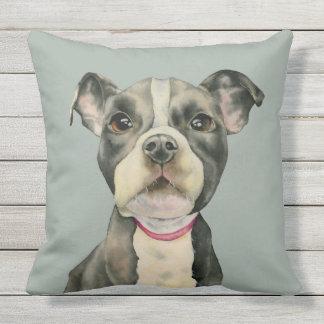 """""""子犬""""はピット・ブル犬の水彩画の絵画を注目します クッション"""