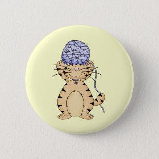 子猫およびヤーンの球 5.7CM 丸型バッジ