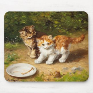 子猫とカタツムリ マウスパッド