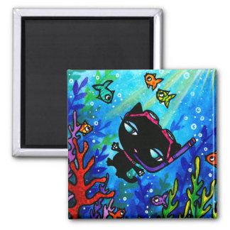 子猫のボビンは魚猫の磁石によって泳ぎます マグネット