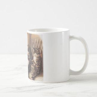 子猫の列車の乗車 コーヒーマグカップ