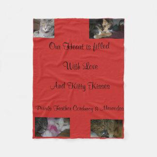 子猫の抱擁毛布 フリースブランケット