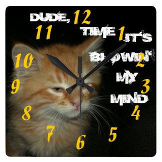 """子猫は""""男、それをですBLOWIN私の心""""の時計時間を計ります スクエア壁時計"""