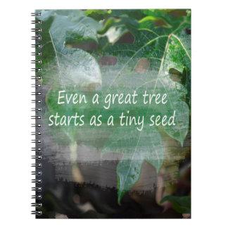 子葉の背景として素晴らしい木の開始 ノートブック