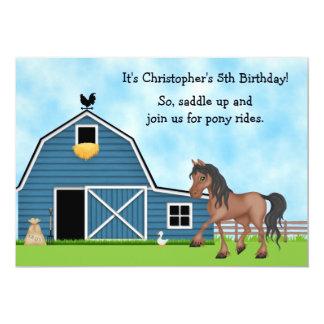 子馬は乗馬の男の子の誕生日の招待に乗ります カード