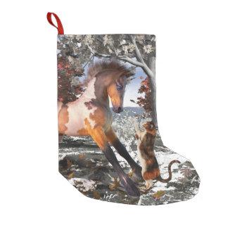子馬及び子猫のクリスマスの休日のストッキング スモールクリスマスストッキング