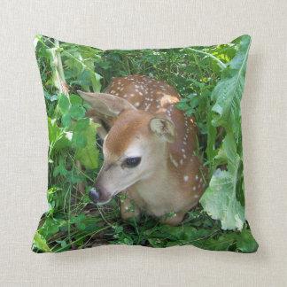 子鹿の枕 クッション