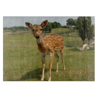 子鹿の赤ん坊のシカ カッティングボード