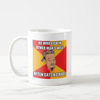 孔子は捕獲物のカニを言います コーヒーマグカップ