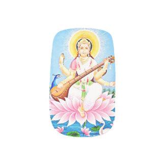 孔雀を持つピンクのはすに坐るSaraswati ネイルアート