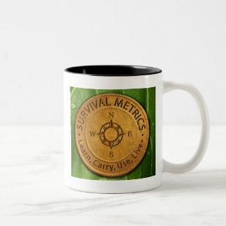 存続のMetrics.comのロゴ ツートーンマグカップ